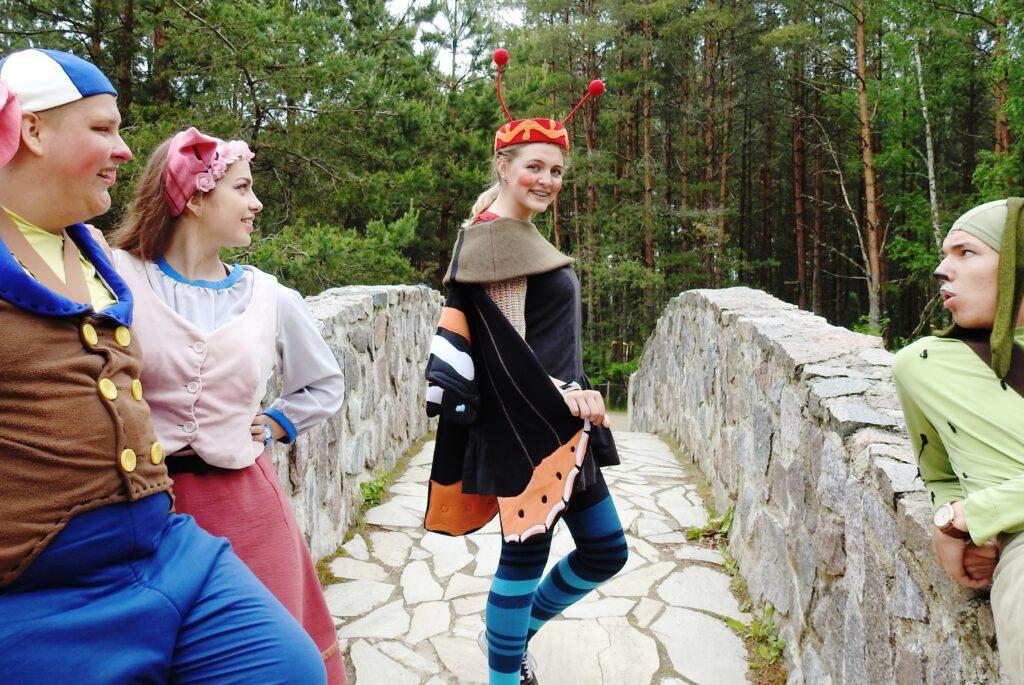 Keksijäkylässä on suomea puhuva hahmo SANNA!